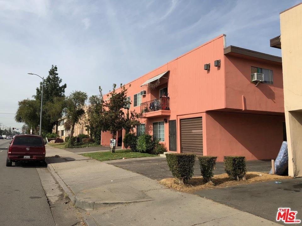 Van nuys active listings nourmand associates for Zillow duplex los angeles